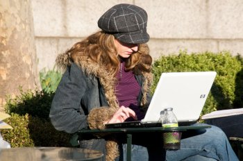Women typing on laptop. Photo: Ed Yourdon via Creative Commons