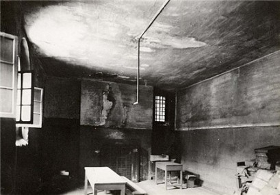 Newgate prison cell where Elizabeth Fry is said to have read to prisoners