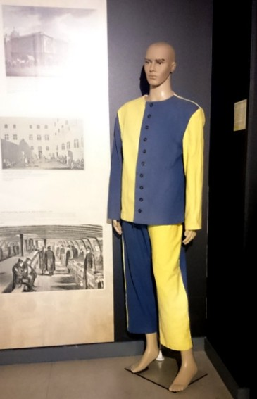 Convict uniform in blue and yellow